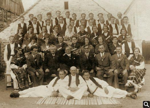 "HPD ""Tomislav"" iz 1935. sa zborovođom Đurićem"