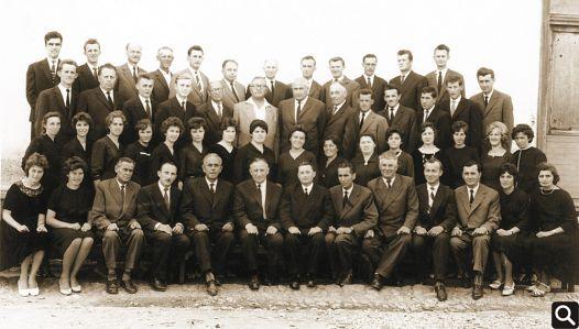 "Pjevački zbor HPD ""Tomislav"" iz 1963. godine 1. red (odozdo slijeva na desno): Lela Tomlinović, Pavica Marić, Antun Josipović, Ivan Janković (ml.), Zlatko Prevlošek (tajnik), Emil Đurić (predsjednik), Vinko Sokić (zborovođa), Vojko Jurčić, Dragan Živković, Franjo Vuk, Ivica Vuk, Pepica Sokić, Branka Brčić 2. red: Pepica Petrić, Lenka Jedličko, Terezija Herceg, Mira Vuk, Marijana Janković, Ljubica Ordanić, Hermina Zec, Marica Marić, Jula Blazina, Štefica Vuk, Mandica Terzić, Roza Blazina, Ankica Jelinić, Katica Đurić, Ivanka Đurić, Mandica Andrašević 3. red: Nikola Đurić, Melhior Šimić, Emil Kumić, Milan Trtanj, Đuro Petričević, Luka Milinković, Milan Matoković, Josip Špoljarić, Ferdo Terzić, Franjo Đurić, Mijo Sokić, Tomislav Petrović, Nikola Terzić 4. red: Josip Kurjaković, Stjepan Trupinić, Florijan Brčić, Ferdo Anrašević, Andrija Tusić, Branko Janković, Ivan Petričević, Andrija Blazina, Stjepan Andrašević, Ivan Abrić, Drago Malić, Franjo Tusić"