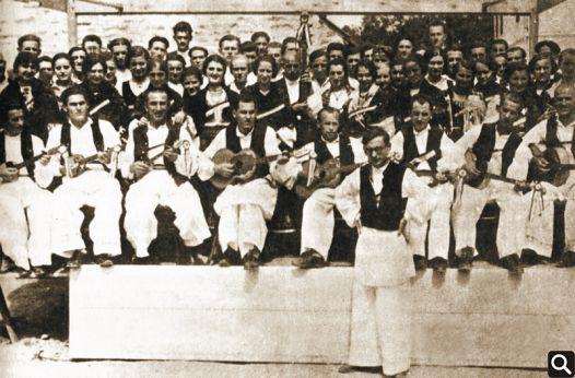 """HPD """"Tomislav"""" 1934. godine sa zborovođom Dragutinom Gjurićem"""