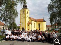 """HPD """"Tomislav"""" ispred crkve Uznesenja BDM u Zlataru 30.9.2012."""